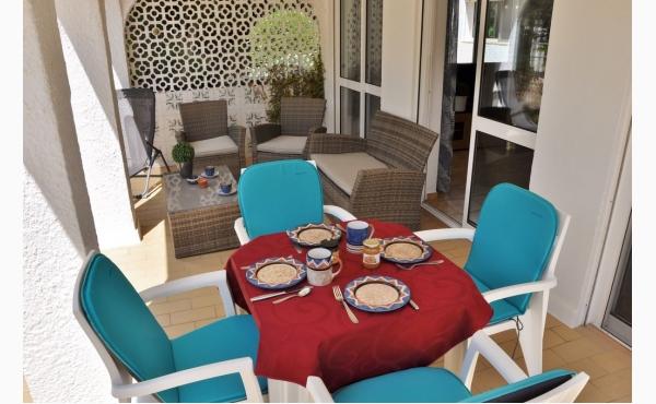 Terrasse mit Grill / Terrace wit BBQ