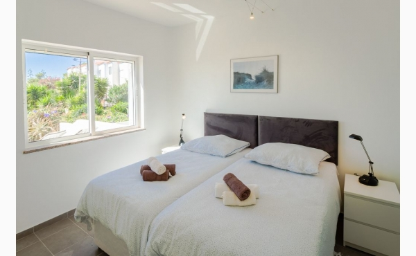 Schlafzimmer mit Meerblick, Klimaanlage und TV / Bedroom with sea view, Aircon and TV