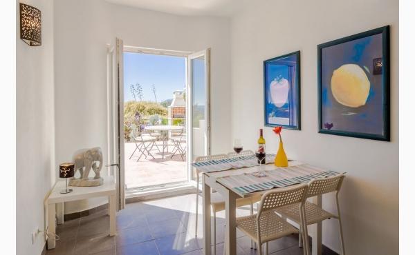 Wohnzimmer Mit Meerblick und Klimaanlage / Livingroom with sea view and Aircon