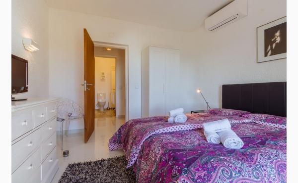 Schlafzimmer mit Doppelbett / bedroom with doubelbed