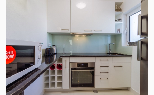 modern eingerichtete Küche / modern kittchen