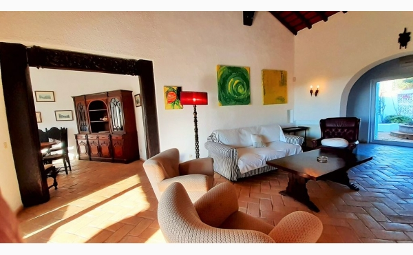 Wohnzimmer mit Kamin / Livingroom with fireplace