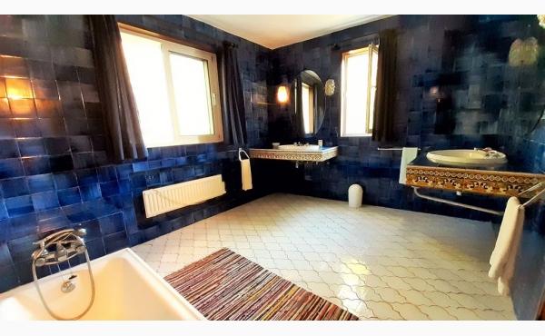 Bad mit Badewanne / Bath with bath