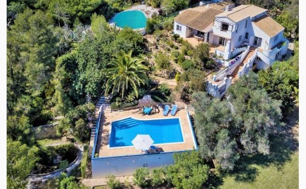 Blick auf die Casa Vale Silencio / Casa Vale Selencio