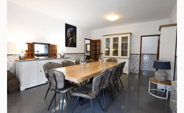 Eßbereich  für 10 Personen / Dining aera for 10 persons