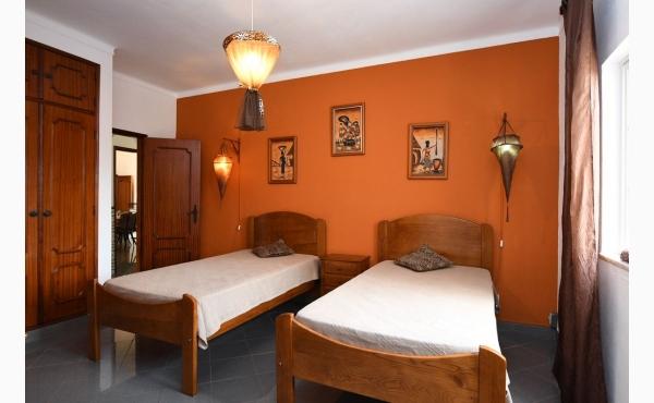 Schlafzimmer mit zwei Einzelbetten / Bedroom