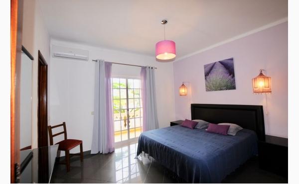 Schlafzimmer mit Doppelbett Bedroom