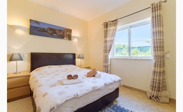 Schlafzimmer I im Erdgeschoss / Bedroom I in the groundfloor