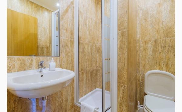 Bad I im Erdgeschoss / Bath I in the groundfloor
