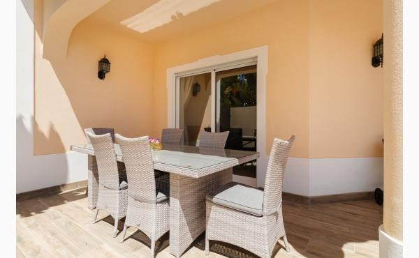 Essbereich Terrasse / Dining Area Terrace