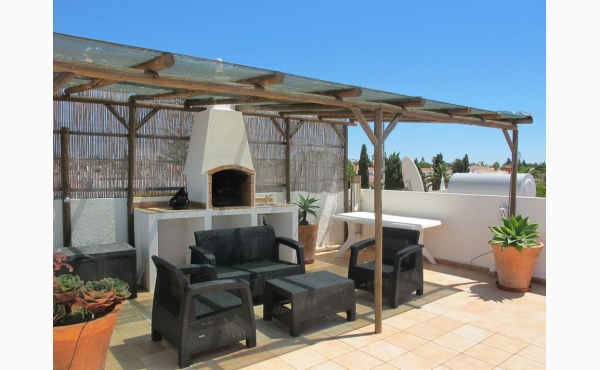 Dachterrasse mit Meerblick, Grill, Sonnenliegen und Loungemöbel / Roofterrace with Sea View, BBQ and Lounge Furniture