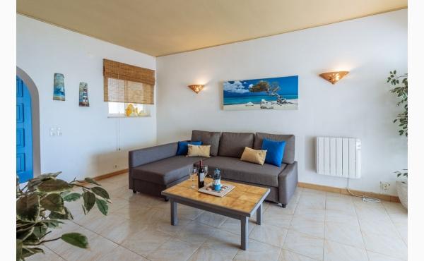 Wohnzimmer mit Meerblick und Zugang zur Terrasse / Livingroom with sea view