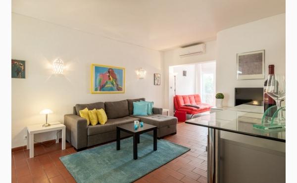 Wohnzimmer mit Meerblick, Klimaanlage und direkten Zugang zur Terrasse