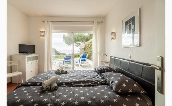 Aufwachen und aufs Meer schauen Schlafzimmer mit Meeblick, Aircon und TV / Bedroom with sea view, Aircon and TV