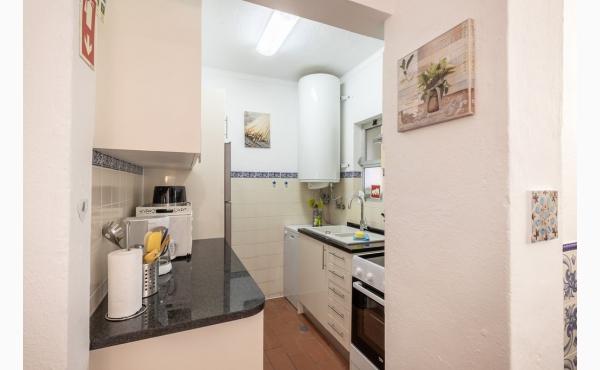 Küche mit Spülmaschine / Kitchen with dish washer
