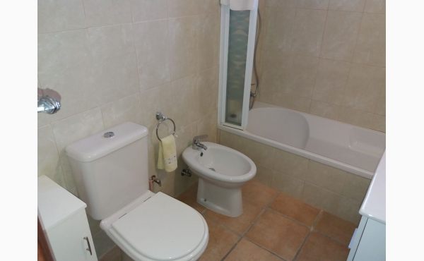 renoviertes Bad mit Wanne / Bathroom
